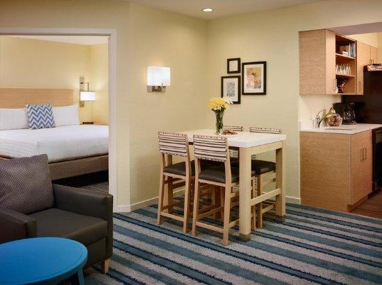 Creve Coeur, Missouri: One Bedroom Suite
