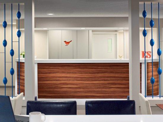 Eagan, MN: Front Desk