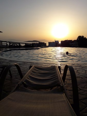 Evia Hotel & Suites: Sunset by the pool was amazing!