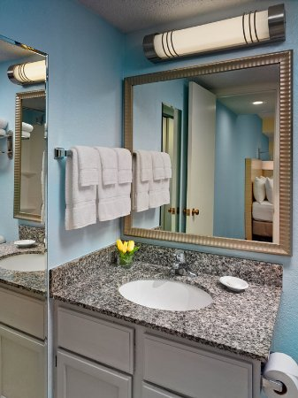 Middleburg Heights, OH: Two Bedroom Loft Suite - Loft Bathroom