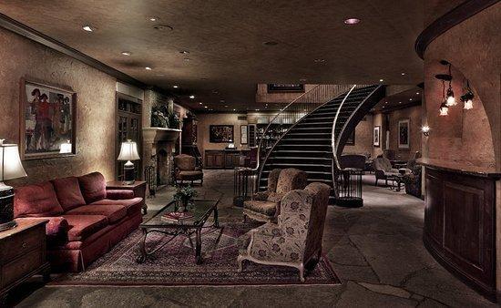 Geneva, IL: Grand Lobby