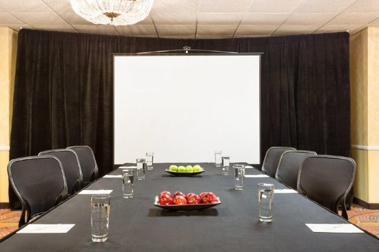 Embassy Suites by Hilton Arcadia Pasadena Area: Small Meeting Room