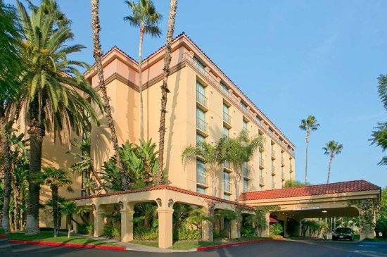 Arcadia, CA: Exterior of Hotel