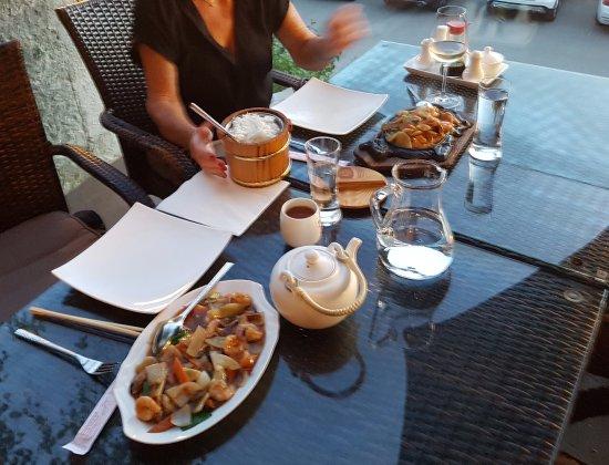 Restavracija Veliki Hong Kong: Menu 65 shrimps with bambooshoots and shitake and Menu 128A the same Mongolian style.