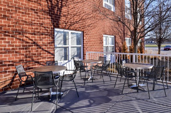 O'Fallon, MO: Guest Patio