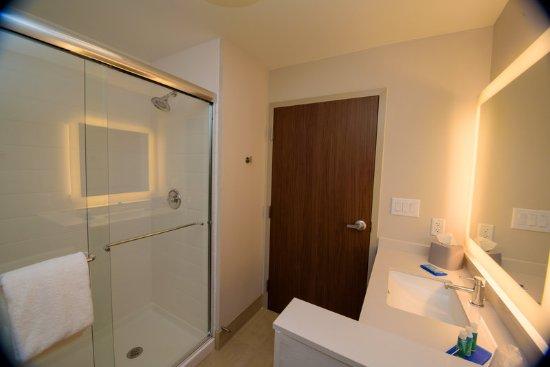 McKinney, TX: Guest Bathroom