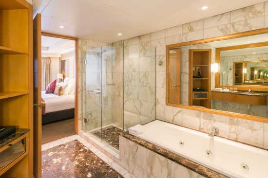 Grand Millennium Auckland: Junior Suite Balcony Bathroom