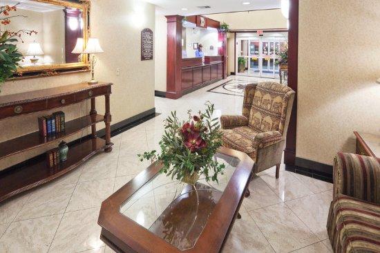 Gainesville, TX: Hotel Lobby
