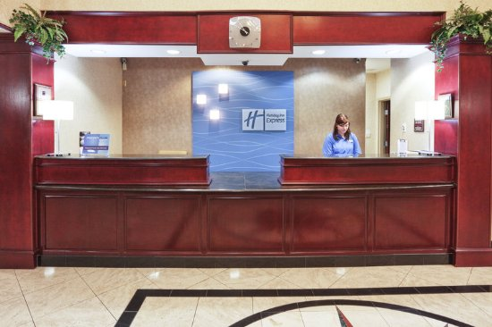 Gainesville, TX: Front Desk