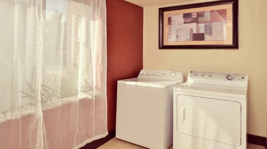 Lincoln, CA: Guest Laundry Facility