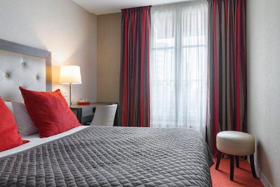 Standard room billede af eiffel kennedy hotel paris for Standard hotel paris