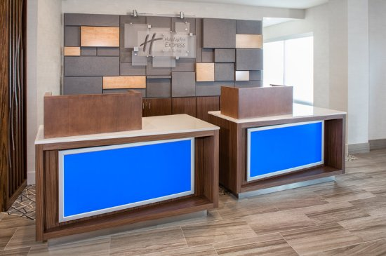 Welcome to the Holiday Inn Express & Suites East Peoria Riverfront