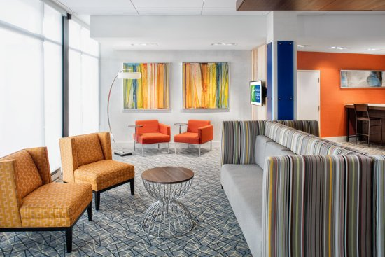 East Peoria, IL: take some time to visit in our comfortable lobby seating area