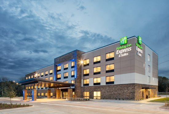 Visit the new Holiday Inn Express & Suites East Peoria Riverfront