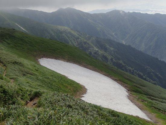 Iide-machi, Japan: 夏でも雪渓のある景色が標高2000mでも楽しめる