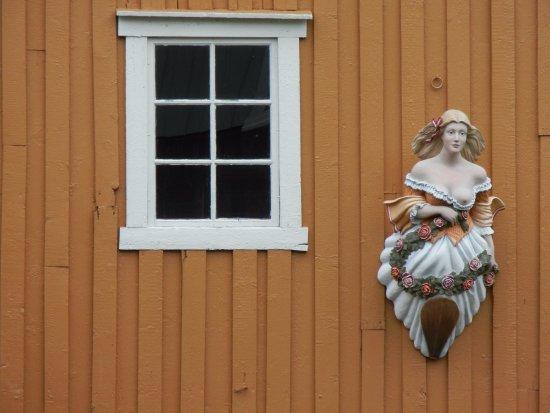 Мушеэн, Норвегия: The girl