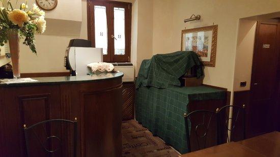 Hotel Santa Croce: salle de petit déjeuner