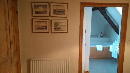 Crookham, UK: Bedroom above the dining room
