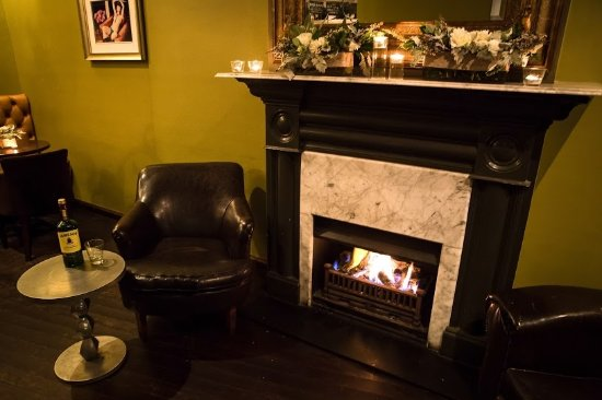 Balmain, Australia: Relax by the fire with a drop of Jameson!