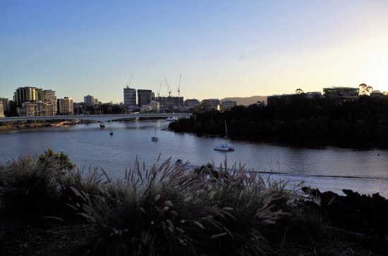 River view from the kangaroo point cliffs park for 22 river terrace building link