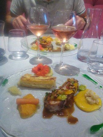 Saint-Saud-Lacoussiere, Francja: Quasi de veau excellent !