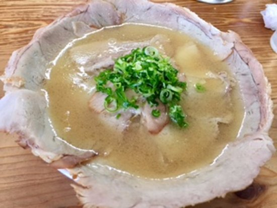 Kudamatsu, Japón: チャーシューが一杯で麺が見えないチャーシュー麺