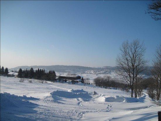 Foncine-le-Haut, France: hôtel sous la neige