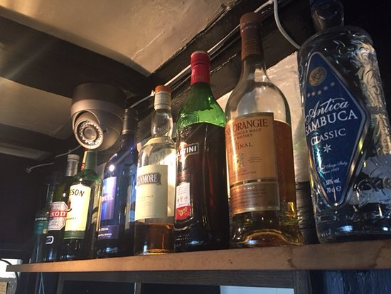 Clifton-upon-Teme, UK: Well stocked bar