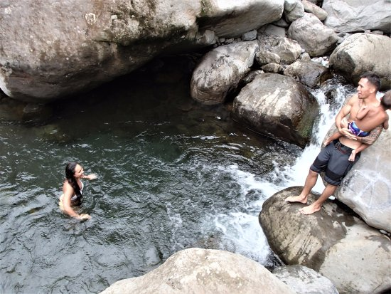 Northshore Hostel Maui: LOCALS LOVE THE IOA RIVER POOLS