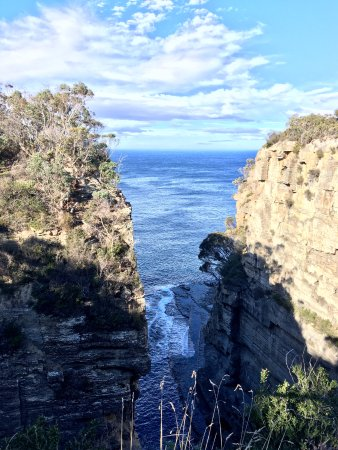Eaglehawk Neck, Australia: View out to sea from Devil's Kitchen