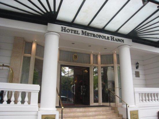 Sofitel Legend Metropole Hanoi : 新館の玄関
