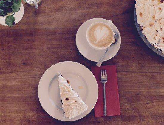 Merzhausen, Almanya: Kaffee und Kuchen