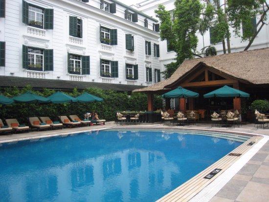Sofitel Legend Metropole Hanoi : 中庭のプール