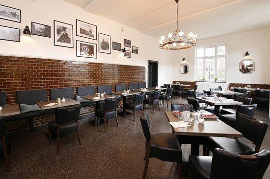 Langenhagen, Alemanha: Gemütlicher Gastraum, hervorragende Küche