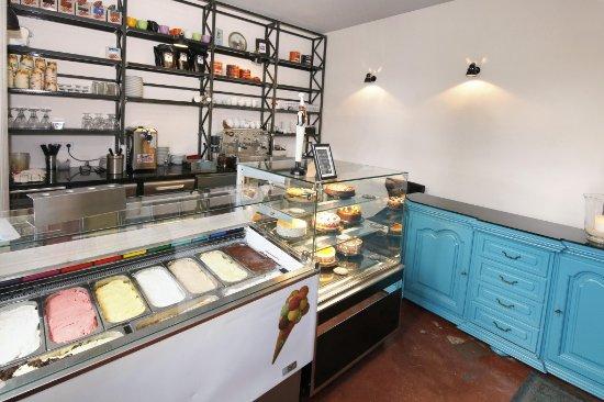 Langenhagen, Alemanha: Eisdiele mit hausgemachten Kuchen, auch außer Haus