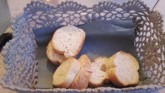 Pala D'Oro: Cestino del pane servito con insalata di polpo