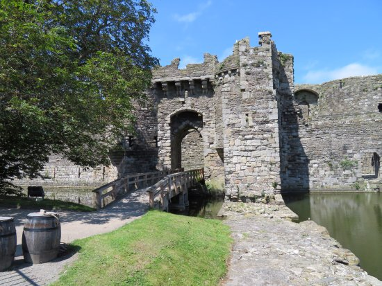 Beaumaris, UK: Castle entrance