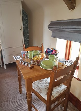 Laxton, UK: Breakfast served in the bedrooms