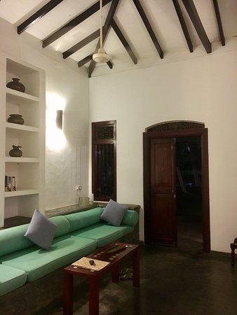 Apa Villa Thalpe: Living room in villa