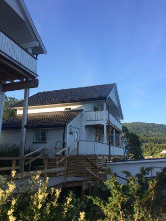 Troms, Norwegen: Wir hatten das brandneue Apartment im oberen Stock dieses Hauses.