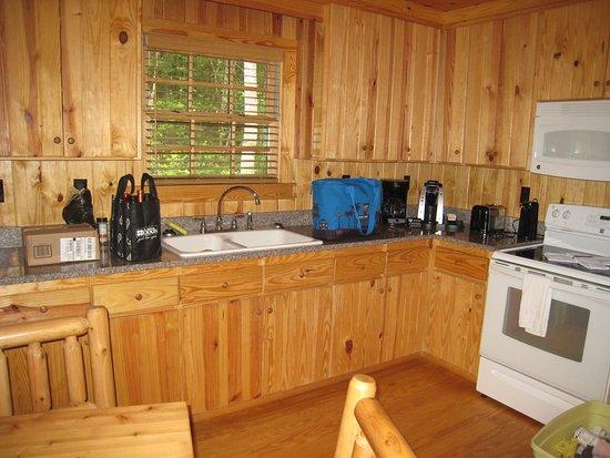 Pickens, Karolina Południowa: Cabin #3 kitchen area