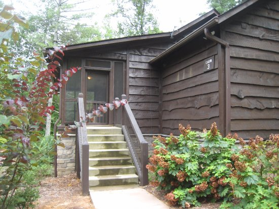 Pickens, SC: Outdoor shot of Cabin #3 entrance