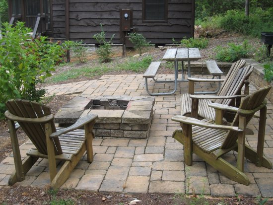 Pickens, SC: Cabin #3 picnic table, fire pit area very nice!