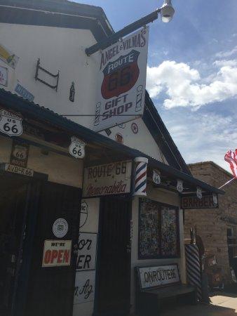 Angel & Vilma Delgadillo's Route 66 Gift Shop & Visitor's Center: Angel さんの床屋さん