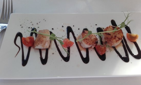 Near Sawrey, UK: Seared scallops with salad and balsamico dressing