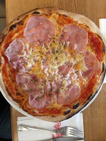 Millstatt, Österrike: Pizza al prosciutto