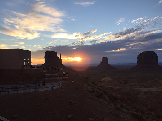 Window Rock, AZ: 部屋からの朝日