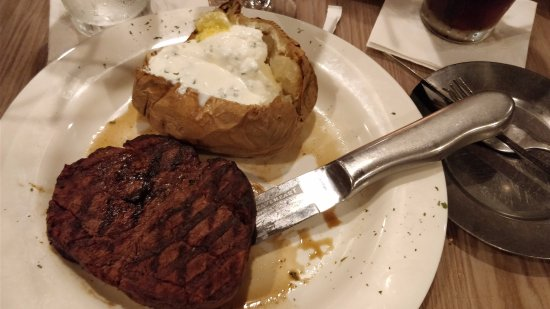 Charley's Boat House Grill: Filet mignon