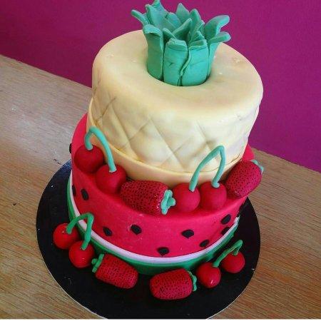 Pastida, Yunani: Birthday cakes