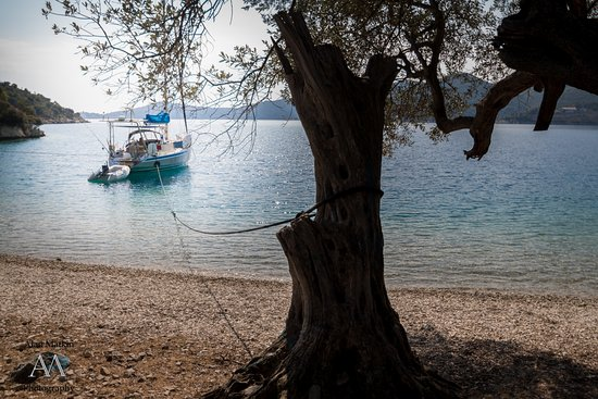 Nostos Hotel: Beautiful secluded beach in Frikes